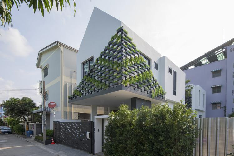 I-House / Gooseberry Design, © Nattapong Pianchalengek