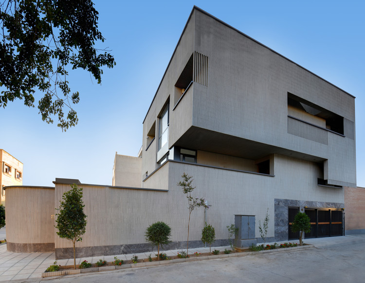 Silence House / First Design Studio, © Fariborz Alaghehband