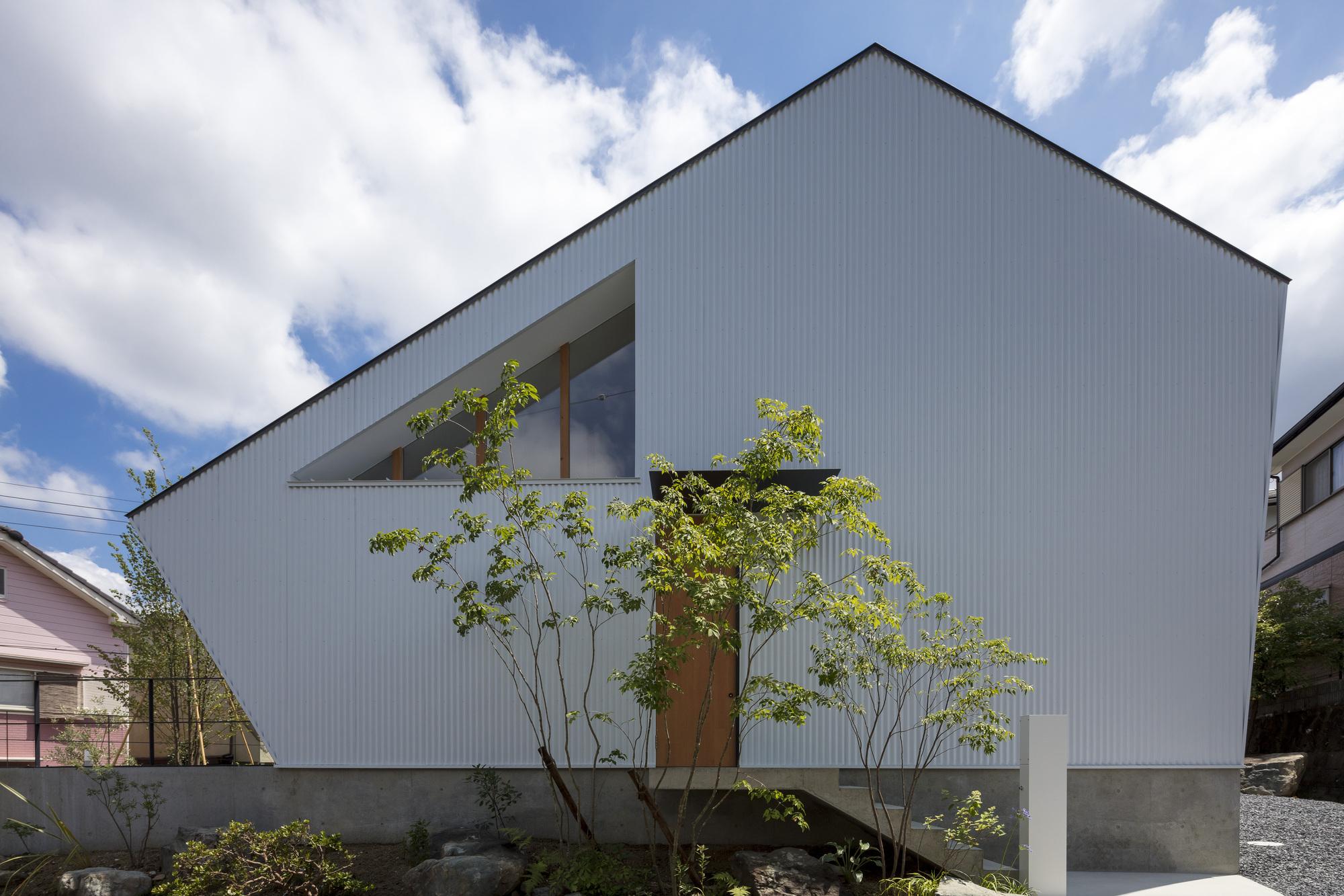 House in Nishimatsugaoka / Arbol Design