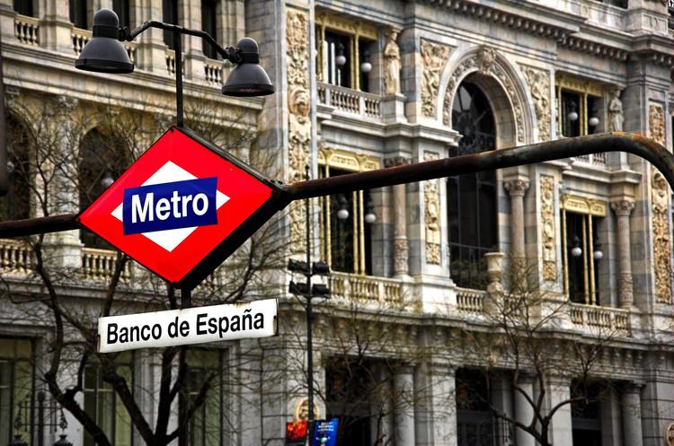 """La arquitecta Azucena Herránz gana concurso para diseñar el logotipo por los 100 años del Metro de Madrid, © <a href='https://www.flickr.com/photos/ramonduran/118205517/'>Ramón Durán [Flickr]</a>, bajo licencia <a href=""""https://creativecommons.org/licenses/by-nc-nd/2.0/"""">CC BY-NC-ND 2.0</a>. ImageEstación 'Banco de España' del Metro de Madrid"""