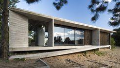 Casa Ecuestre / Luciano Kruk