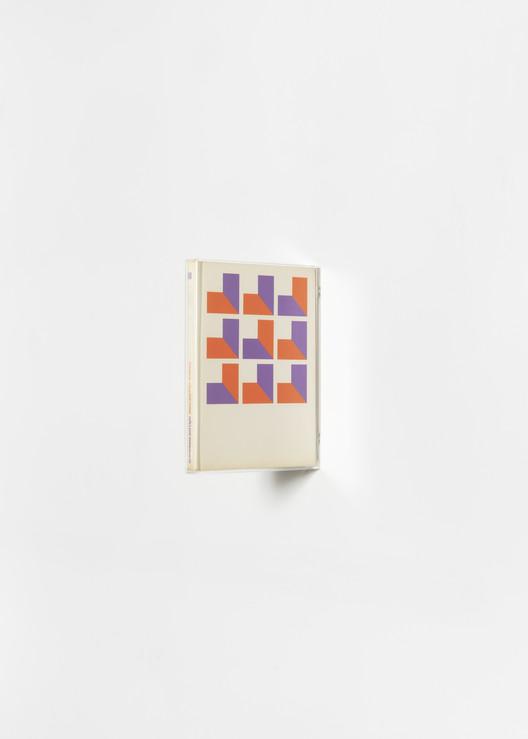 """Exposição """"For us a book is a small building"""" de Fernanda Fragateiro"""
