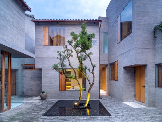 Sunyata Hotel in Dali Old Town / Zhaoyang Architects