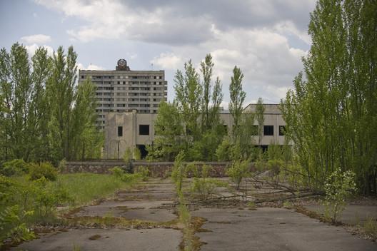 "Abandoned Pripyat. Image © <a href='https://www.flickr.com/photos/henrik_larsson/5532945931/in/photolist-9qVN4v-9r3vVX-VC8b5Y-9qYCb9-9qW9kr-UFmKCW-GjhA6K-9qYTYA-4xkQpJ-9qW5Yr-9r3efV-21aShpw-b5kdJM-b5kCW6-9zB4Rv-JoyxWg-nMrm1v-Jow2Fm-9r3g9z-g9rGUb-22yPnEA-9CgDYX-9qVSwk-UAm1fJ-9qZd4W-9qVMKH-FH96jR-VEKZTm-UJc4gn-25kKcP7-5dMBgF-Higje3-nJa79q-9qVSJ8-9qW8tx-229e1cb-48F4cW-hx5E4P-nLGrph-9qYBad-23VXw32-9qVZW2-VU1fxr-VGwNBV-QLmePi-9r3frR-g9rTVQ-22CdtMb-5dLVbV-GjB4AP'>Flickr user henrik_larsson</a></noindex></noindex> licensed under <ahref='https://creativecommons.org/licenses/by-nc-nd/2.0/'>CC BY-NC-ND 2.0</a>"" title=""Abandoned Pripyat. Image © <noindex><noindex><a target="