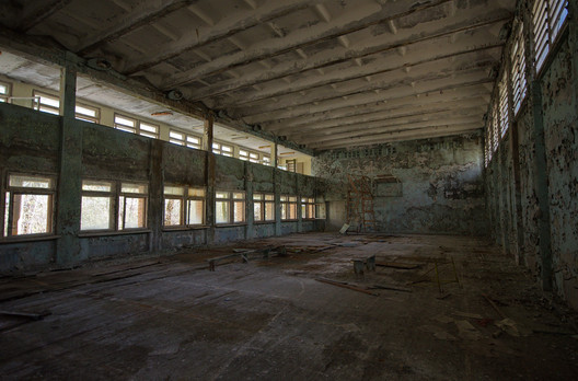 Abandoned school, Pripyat. Image © <a href='https://www.flickr.com/photos/uwebrodrecht/34005221443/in/photolist-TNVDBr-RX6McY-V3r94z-TNpNft-RzXz6U-6jNwgu-TNsYHr-UN3K7h-UQEByr-V3rvgz-UYsKFu-UQKsgt-TKrHko-UMYEZY-9dGEHv-XRsh7D-7f8k5o-XArcfz-UsfA6W-eLaegd-9BXY79-9dKNcL-7BLWaX-UMYKJs-Usj3Lo-UrQfro-UYUARy-TKVCKW-UQKkve-TKYNVQ-TNTpfK-TNoNet-UME6nd-UsggQf-TKYo6E-UYRxjj-TNWnXi-UYuC39-V3mkr4-UYXDVJ-TNVWox-UQL3M2-TKSeFA-V2YTDp-TKw9fq-UN4uJN-TKZap5-UQD8HP-UYtx3w-UYrWaN'>Flickr user uwebrodrecht</a></noindex></noindex> licensed under <noindex><noindex><a target=
