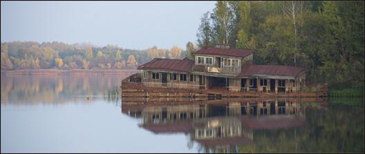 Abandoned boat house, Pripyat. Image © <a href='https://www.flickr.com/photos/22746515@N02/26563907296/in/photolist-GtmYaE-eLaenJ-eeUnTA-SF9h32-Bo4Gq1-7f8nJw-uQ48C-6qxrvs-9BV2oD-HFWifd-6qxqAm-eLaehW-4JEQH3-RX8AcC-SNS9DU-RPNywP-TC6jR6-7FU6vg-D3PFi5-UYXshy-eLaeey-SSsDqz-V3p7Lt-TNWtAx-TNRUWT-TKSjx9-V3se2D-TKVEVC-TKWHey-6w9yh1-TNqymV-TNVDBr-RX6McY-V3r94z-TNpNft-RzXz6U-6jNwgu-TNsYHr-UN3K7h-UQEByr-V3rvgz-UYsKFu-UQKsgt-TKrHko-UMYEZY-9dGEHv-XRsh7D-7f8k5o-XArcfz-UsfA6W'>Flickr user Bert Kaufmann</a></noindex></noindex> licensed under <noindex><noindex><a target=