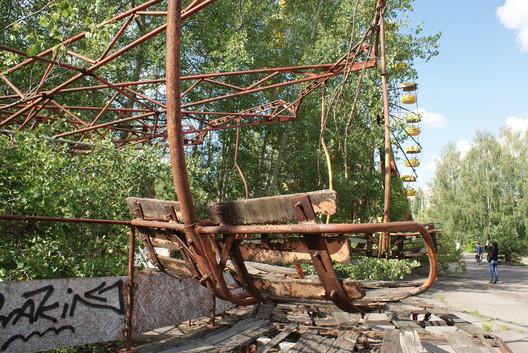 Abandoned amusement park, Pripyat. Image © <a href='https://www.flickr.com/photos/dalriada/27989112662/in/photolist-JDiw4Y-9WwDcY-4KfJg-a7jEq1-aprSQD-7f8pjS-bKAuMM-db7UGc-4KggE-a7giza-e19tPi-apuK91-a7jigY-KaKA5w-gF5VTd-a1gAwq-4KftH-F6Bz5L-bVQA4R-YdiMVM-apqUkB-JowGdS-4crU6w-euX1iB-4fFBcd-QuzcKA-ovJTLx-cdcLsA-EcqqNy-Mgz64c-ovZiUW-GbphVh-JowsKj-GncWbm-FS3oFt-VTrFd1-W9xWuW-eLae9o-TifWyf-6mTtRv-GtmYaE-eLaenJ-eeUnTA-SF9h32-Bo4Gq1-7f8nJw-uQ48C-6qxrvs-9BV2oD-HFWifd'>Flickr user dalriada</a></noindex></noindex> licensed under <noindex><noindex><a target=
