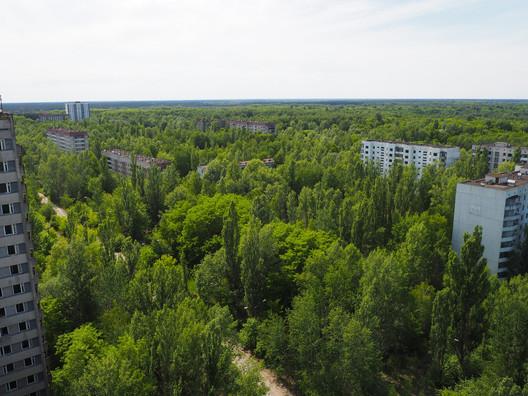 Pripyat being reclaimed by nature. Image © <a href='https://www.flickr.com/photos/entoropi/35375407185/in/photolist-VU1d6x-ikWQJ1-TsSEwh-9qYCRm-9r6pCQ-5m9uAf-hQxGTt-9qW5dX-9qZ86h-ikXxJp-VGwNBV-9r3mCk-9qW8b4-JnBeTu-JEs1bN-JPwDqi-5m9uKY-VTZpwk-9qW1gt-pquPBw-o5xhEA-o5CtPv-ikXzoX-9qYYe5-9qW5Cv-ViPtB3-a1f2LP-24v4vJn-ikXG5T-ikXae5-ikXbbA-HS2sCx-ikX47f-JFgyt9-ikWQvz-JFuDgD-4JaWEF-9qYUAA-4JaXwp-ikX25w-ikX5uL-9r3dEz-21K4gzj-VLhgQ8-9qZaH1-9qVN4v-9r3vVX-9qYCb9-qVuDsv-9qW9kr'>Flickr user entoropi</a></noindex></noindex> licensed under <noindex><noindex><a target=
