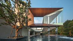 Casa Club Baan Klang Mueang / ForX Design Studio