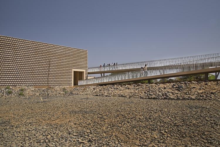Nuevo Edificio Aulario en la Universidad Alioune Diop / IDOM, © Francesco Pinton