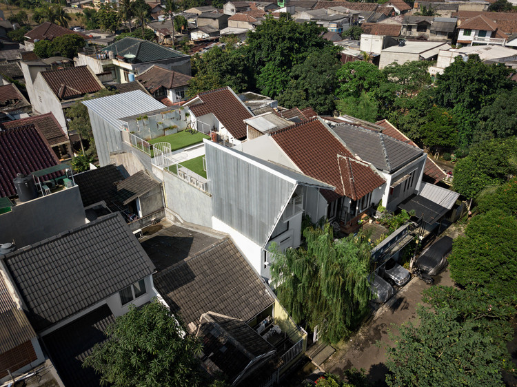 Compartment House / Studio SA_e, © Mario Wibowo & George Timothy