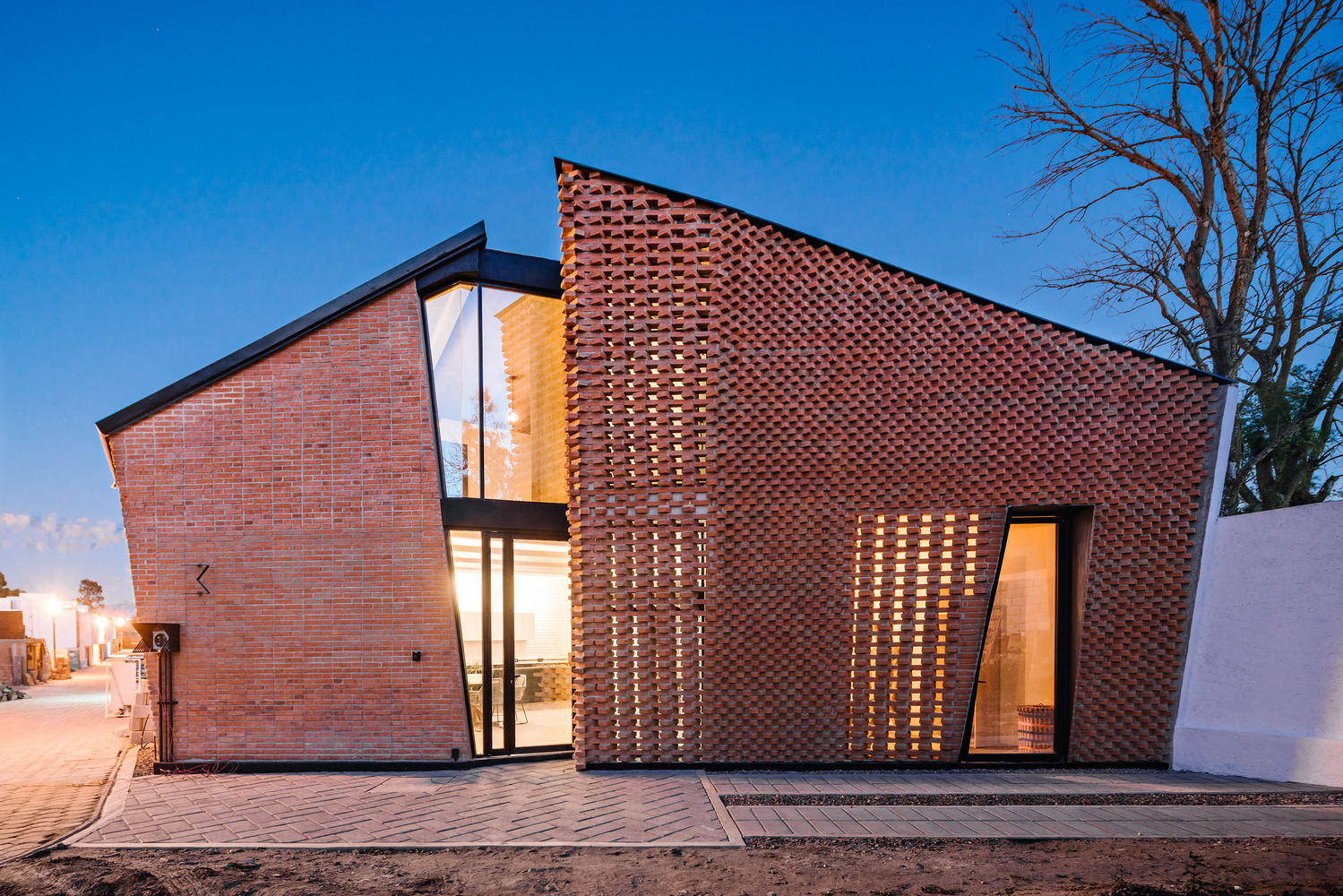 Mexican Houses That Show the Many Ways to Use Bricks