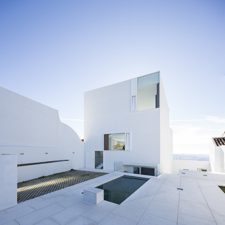 Claire House  / DTR_studio architects, © Cris Beltran