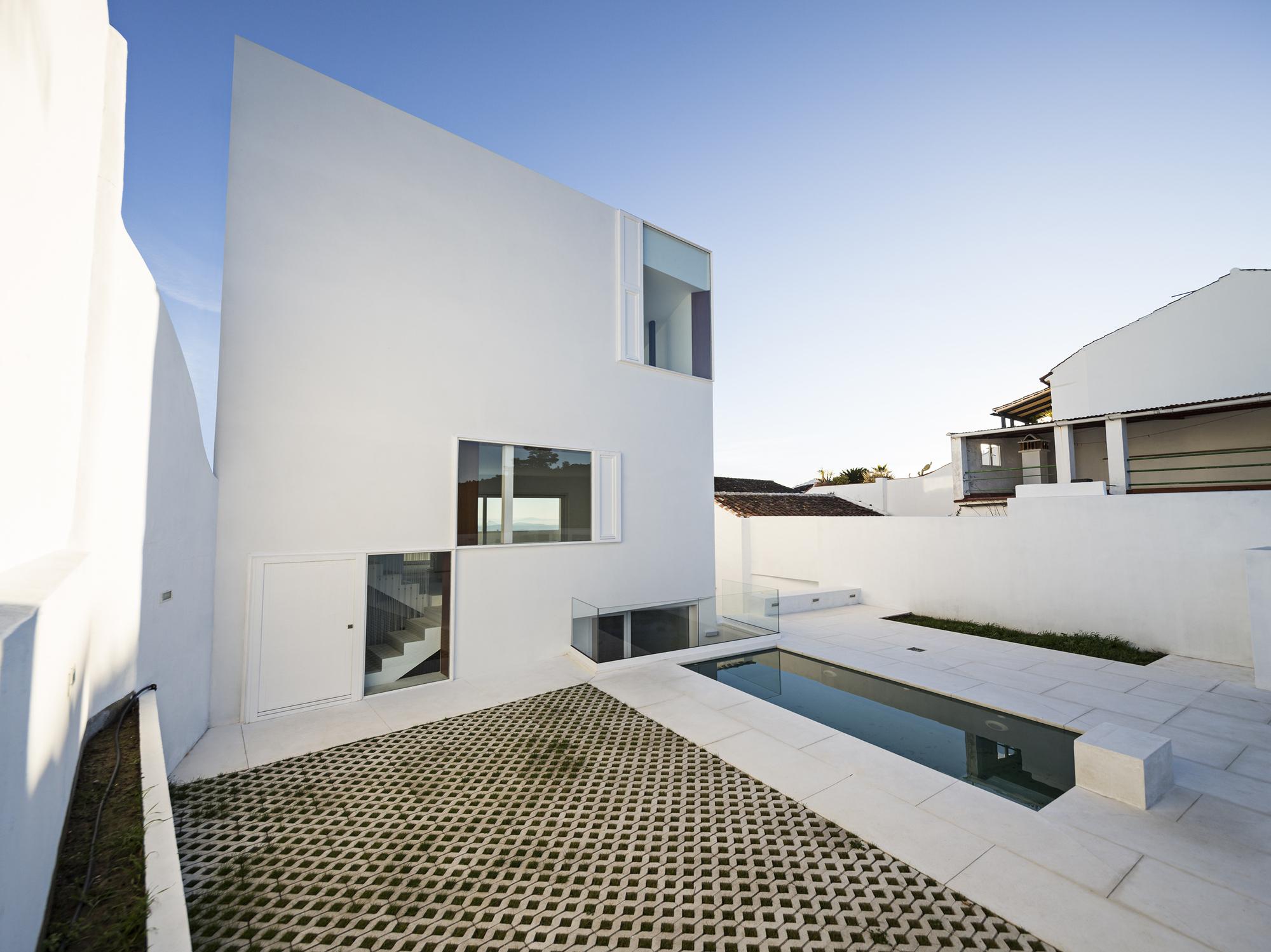 galeria de casa claire dtr studio architects 10. Black Bedroom Furniture Sets. Home Design Ideas