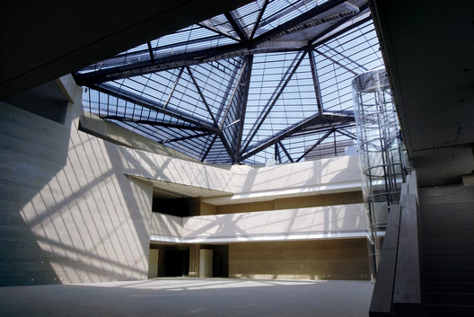 the central hall with light and shadow movements. Image © CCTN Design