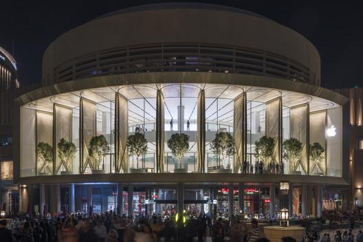 Apple Dubai Mall / Foster + Partners. Image © Nigel Young