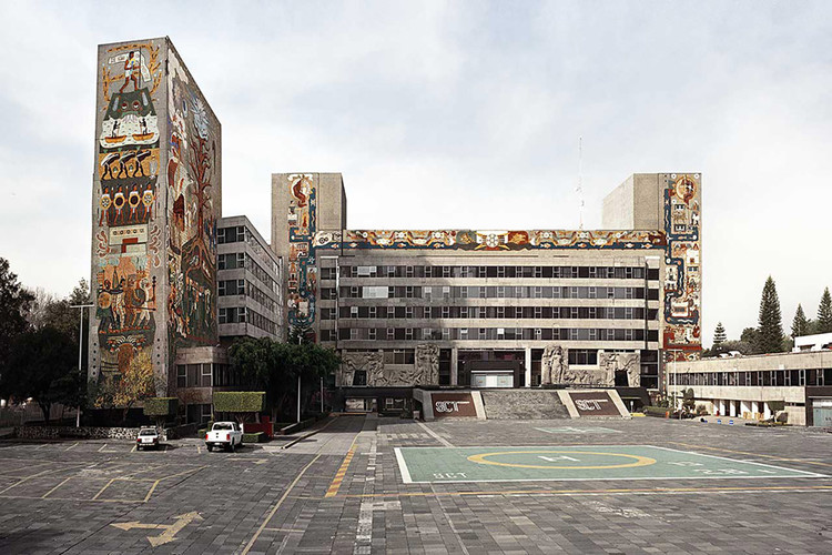 Mexico City's Controversial Airport Project Could Be a Preservation Site for a Collection of Modernist Murals, Centro SCOP in Mexico City was shuttered after a series of devastating earthquakes. A new exhibition proposes rehousing its historically significant murals. Image Courtesy of Pablo López Luz/ Archivo Diseño y Arquitectura