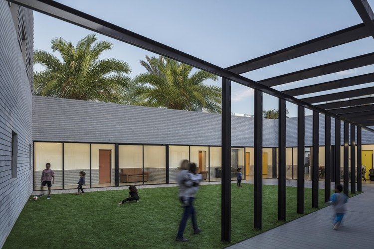 Shelter For Victims Of Domestic Violence / Amos Goldreich Architecture + Jacobs Yaniv Architects, © Amit Geron