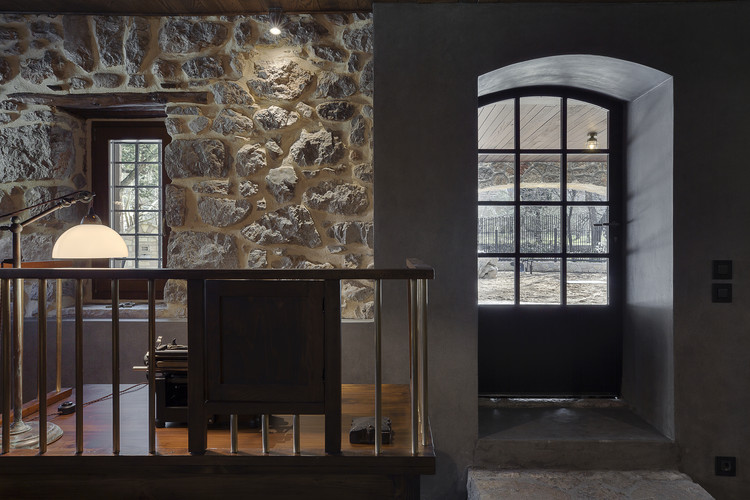Residence in Parnassus / Tsolakis Architects, © Panagiotis Voumvakis