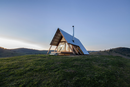 JR's Hut at Kimo Estate / Anthony Hunt Design + Luke Stanley Architects