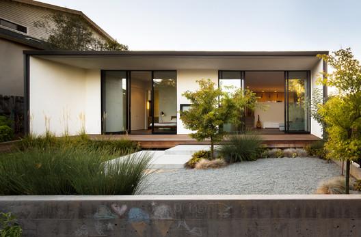 Peninsula Addition / Michael Hennessey Architecture
