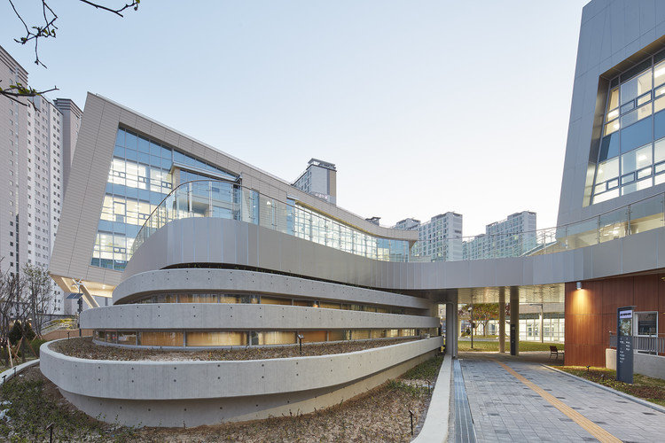 Sodam-dong Complex Community Center / Daain Architecture Group + NOW Architects, © Woosang Yang