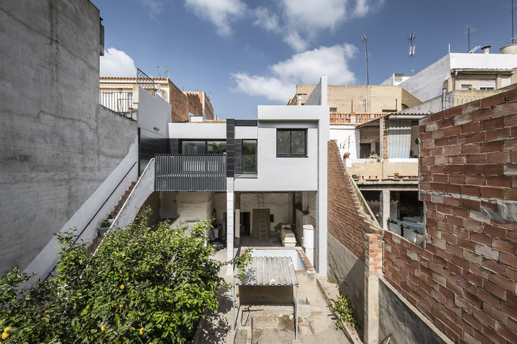 House between Houses / alberto facundo, © German Cabo