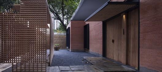 East & West Restaurant / Horizontal Space Design