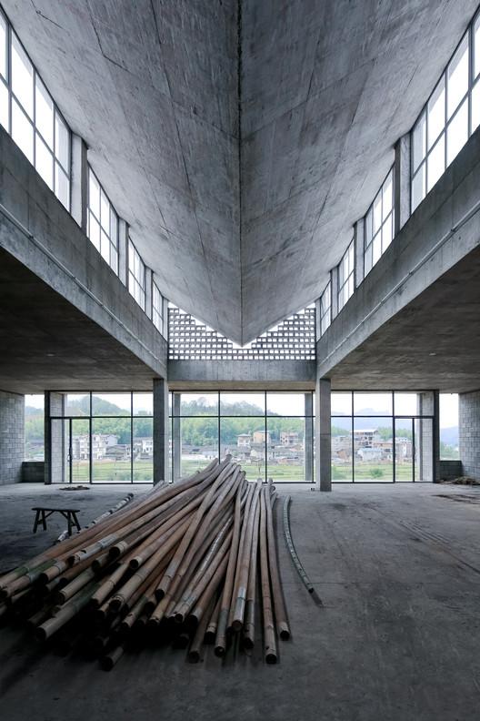 Wuyishan Bamboo Raft Factory / Hua Li. Image © Su Shengliang, Courtesy Pavilion of China at the 16th Venice Architecture Exhibition, La Biennale di Venezia