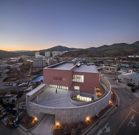 The Discalced Barefoot Carmelites Center in Busan  / KAGA Architects & Planners