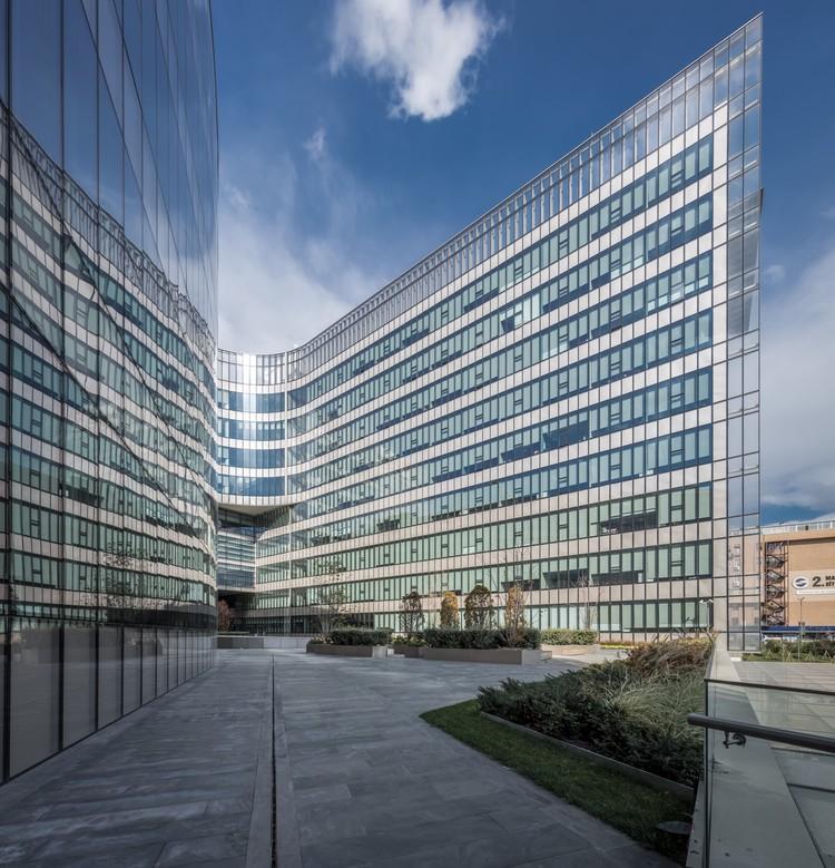 Koc University Medical Sciences Campus / Kreatif Architects