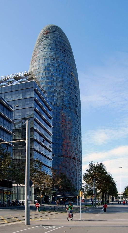 Facebook instala oficinas para combatir las noticias falsas en la Torre Agbar de Barcelona, © Guillermo Hevia García