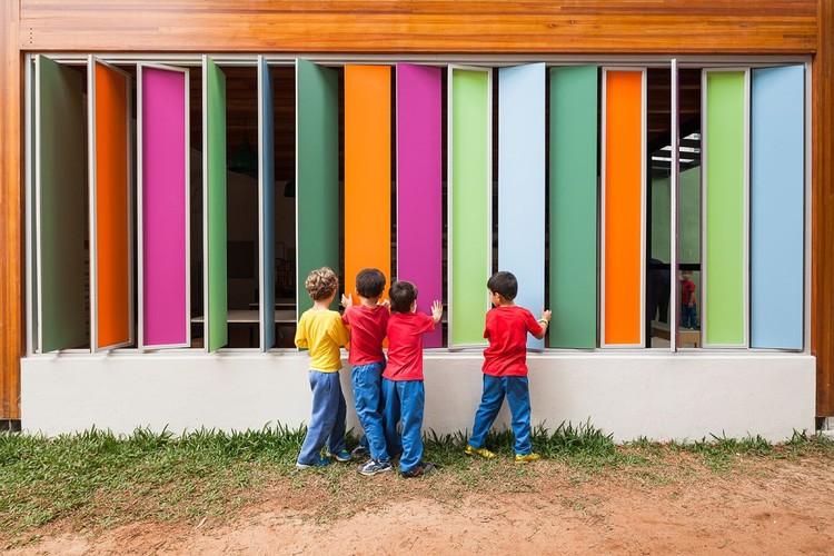 O papel da cor na arquitetura , Escola em Alto de Pinheiros / Base Urbana + Pessoa Arquitetos. Image © Pedro Vanucchi
