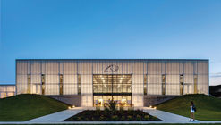 Cascade High School Expansion / Neumann Monson Architects