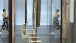 """See-Through:"" Video Explores the Spatial Dynamics Fostered by Lina Bo Bardi's Glass Easels"