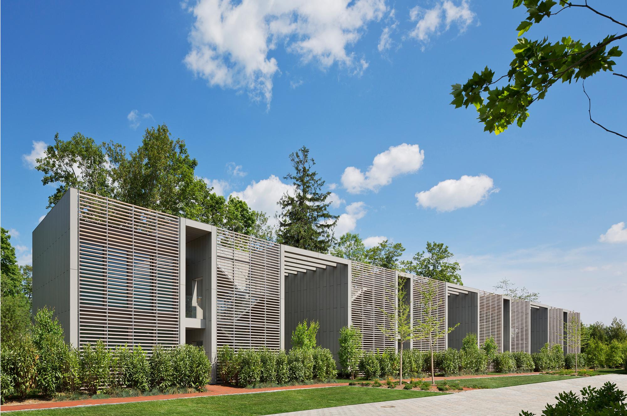 Topping Rose House / Roger Ferris + Partners