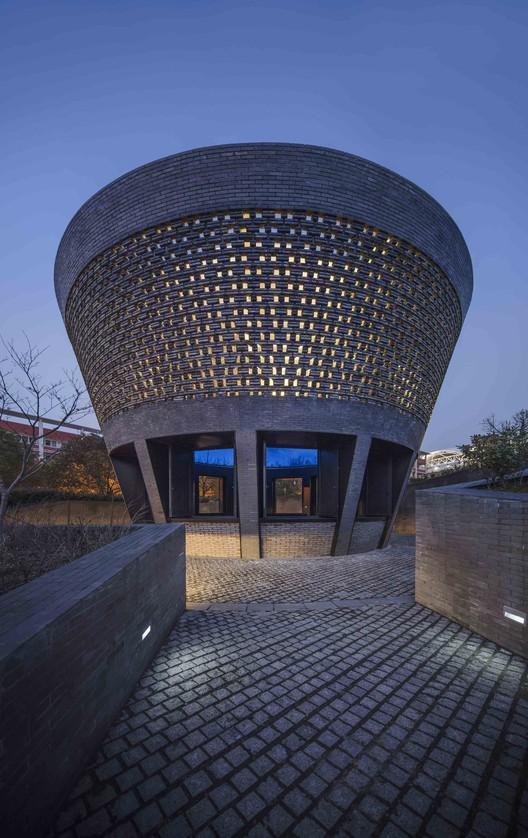 Vista nocturna del Pabellón Planetario. Imagen © Hengzhong LYU