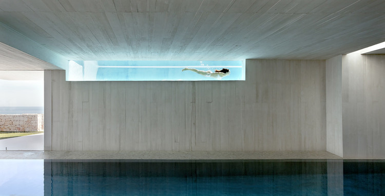Sublime Swimming: 14 Examples of Custom Pools, Casa Sardinera / Ramon Esteve. Image © Mariela Apollonio