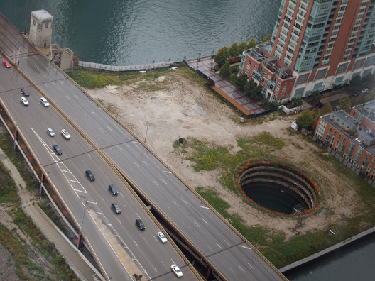 The site at 400 N Lake Shore Drive with the hole for the foundations of the Chicago Spire proposal. Image© <a href='https://www.flickr.com/photos/orijinal/8329344372'>Flickre user orijinal</a> licensed under <a href='https://creativecommons.org/licenses/by/2.0/'>CC BY 2.0</a>