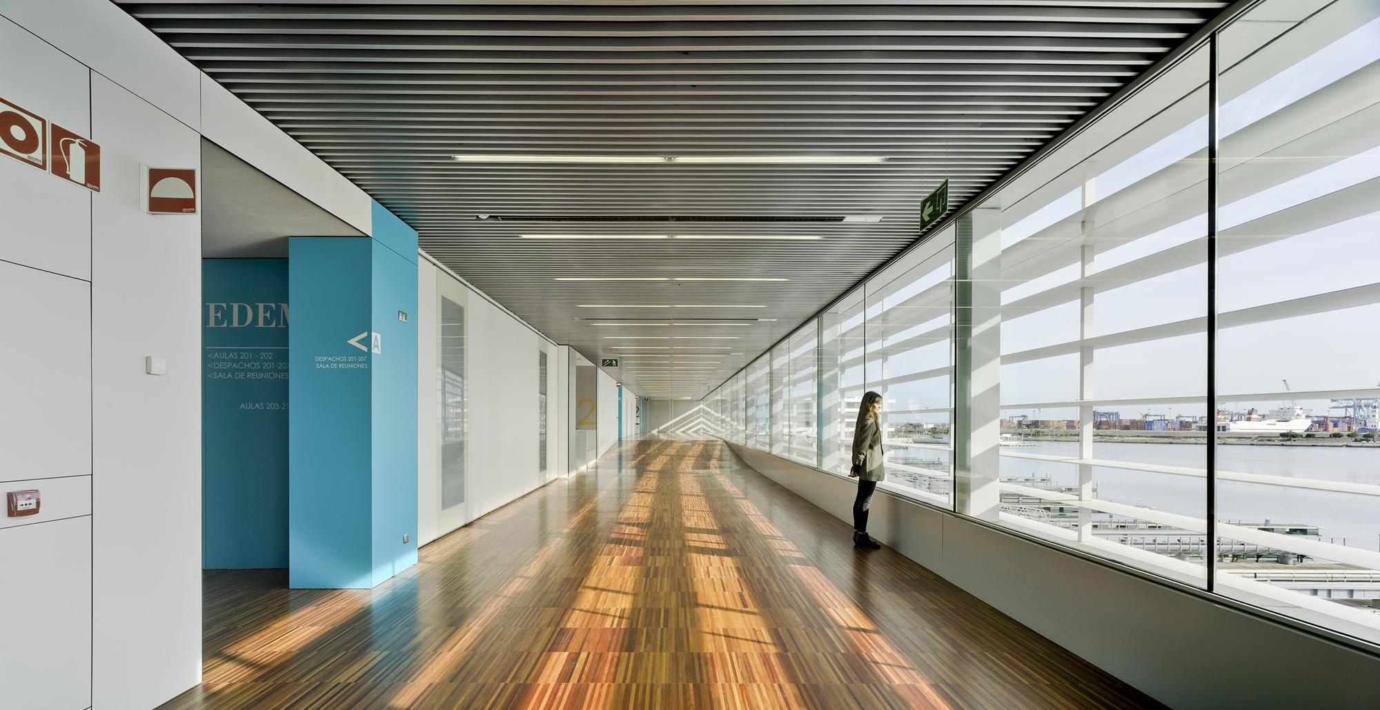 Gallery of marina de empresas erre arquitectura 21 for Empresas de arquitectura