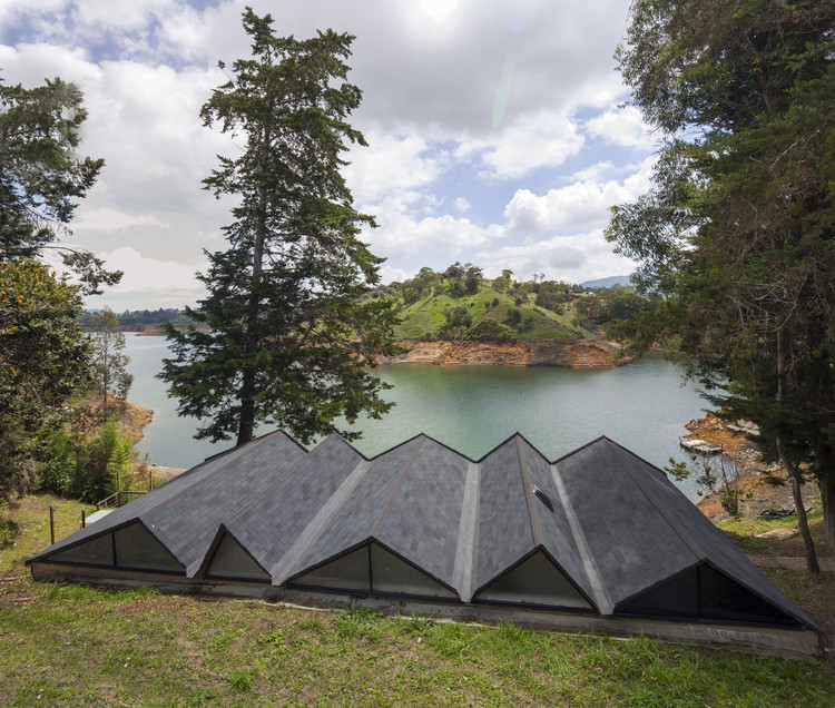 Lake Cottage / artek, © Sergio Gomez