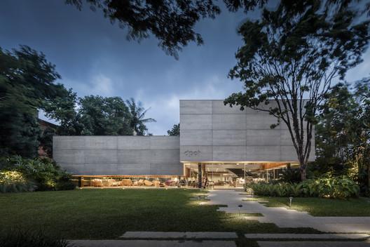 Casa Dpot / Isay Weinfeld