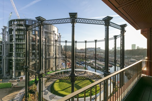 Gasholder Park / Bell Phillips Architect. Image © John Sturrock