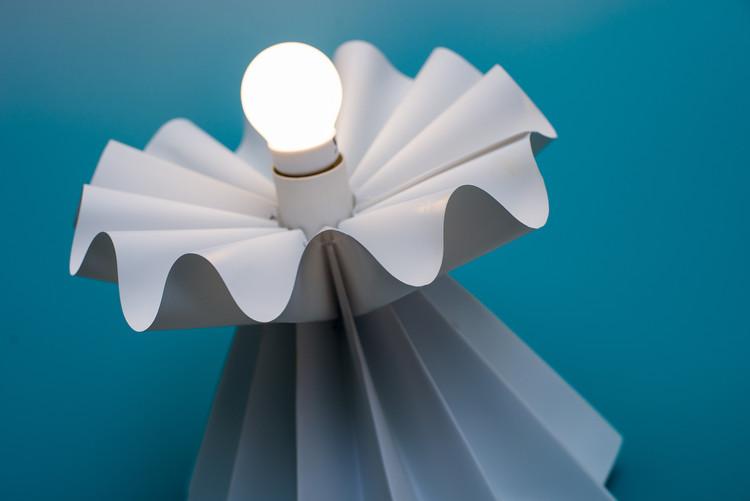 """Mitsue Kido desafía la técnica convencional del origami con su nueva colección """"Curved/Line"""", © Alejandro Galvez"""