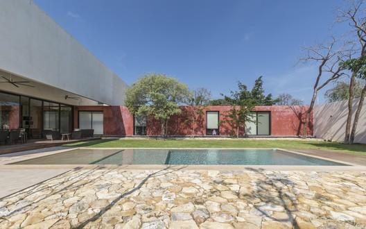 Casa Tres Patios / Boyancé Arquitectura + Edificación