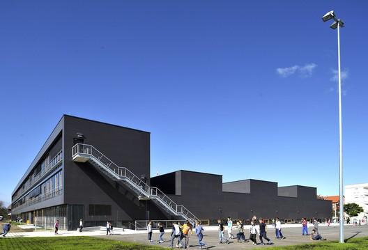 Educational Complex Kajzerica / Sangrad + AVP