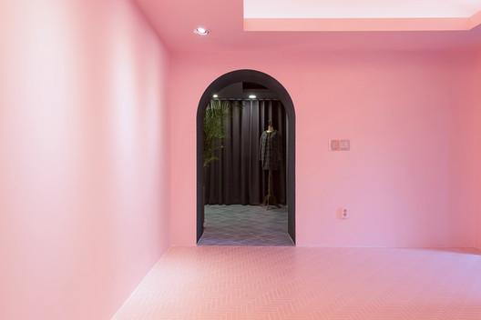 A Whimsical Wander Showroom / nooyoon design
