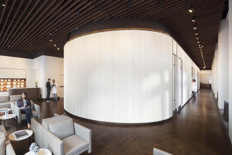NYDG Integral Health & Wellness / Brandon Haw Architecture, © Albert Vecerka/ ESTO