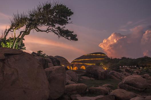 Tienda de Hospedaje Costa Salvaje / Nomadic Resorts. Image Cortesía de Prix Versailles