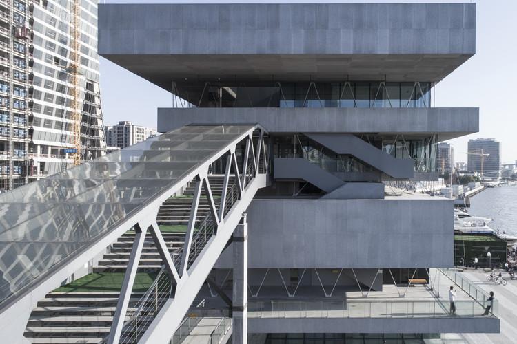 Shanghai Modern Art Museum / Atelier Deshaus, © Fangfang Tian